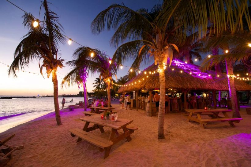 Chill-Beach-Bar in LionsDive