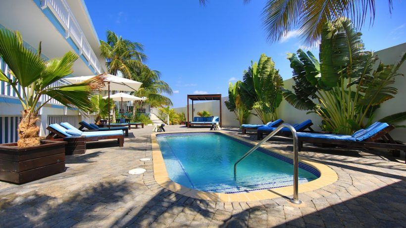 Dolphin Suites zwembad