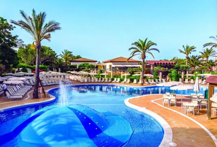 Zafiro Menorca zwembad